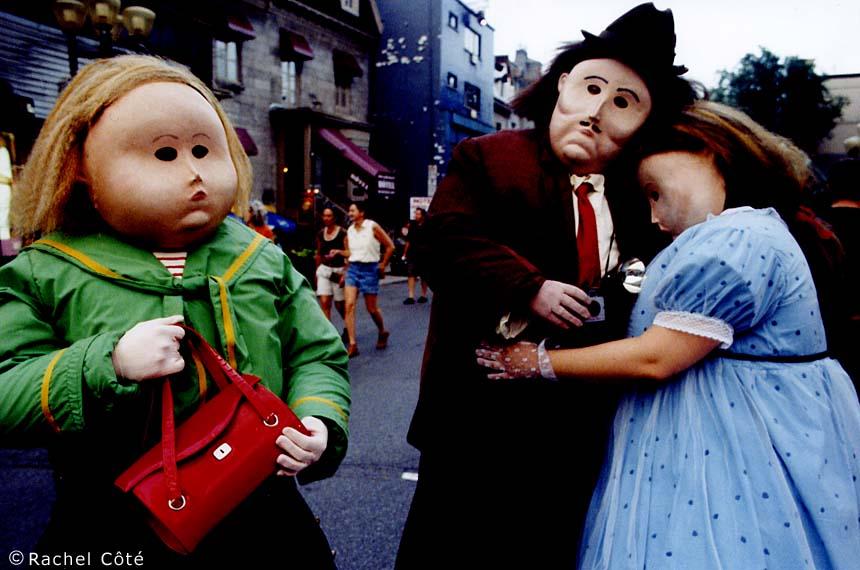 Spectacle de théâtre de rue déambulatoire tout public nommé la famille Botero