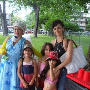 Événement d'art de rue nommé Opération Tapis Rouge mandaté par l'Arrondissement Plateau Mont-Royal